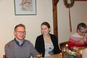 SPD-Stadratskandidatin Alessa Lunz und ihr Freund Thomas bei der Weihnachtsfeier. Rechts im Bild SPD-Stadtratskandidatin Petra Negendank.