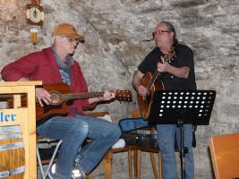 Frank Beuschel und Dieter Vatter von der Burnt Eve Band sorgten für die musikalische Untermalung