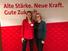 Ortsvereinsmitglied Allesa Lunz mit Natascha Kohnen