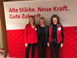 Ortsvereinsmitglieder Allesa Lunz und Birgit Schüsterl mit Natascha Kohnen
