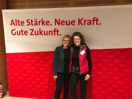 SPD Ortsvereinsmitglied Birgit Schüsterl mit Natascha Kohnen