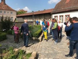 Informationen am Kräutergarten vor dem alten Schloss