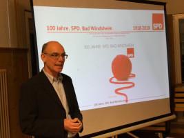 Der Historiker Ulrich Herz bei seinem fulminanten Vortrag