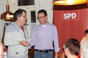 (von links) Matthias Oberth, Fraktionsvorsitzender der SPD Bad Windsheim, daneben der frischgekürte Bürgermeisterkandidat Siegfried Göttfert