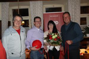 (von links) Matthias Oberth, Fraktionsvorsitzender der SPD Bad Windsheim, daneben der frischgekürte Bürgermeisterkandidat Siegfried Göttfert; Birgit Göttfert, sowie Ronald Reichenberg, SPD Stadtrat